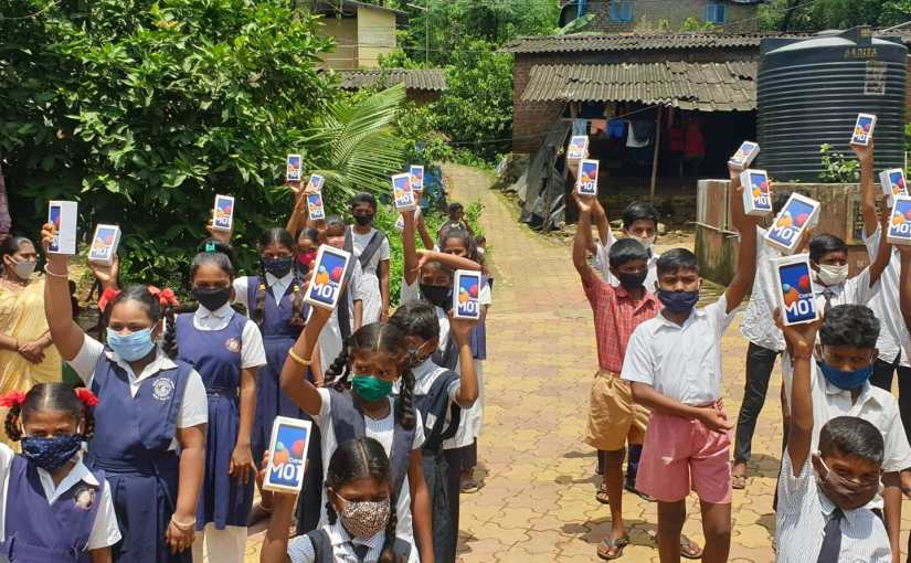 When these children living in Adivasi hamlets in Aarey, Mumbai, got smartphones, they danced withjoy!
